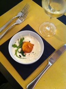 Zuppetta di zola con uovo  fritto e spinacino croccante